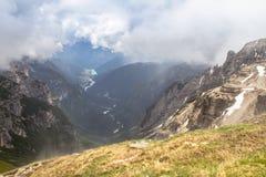 Piste delle montagne di Tre Cime di Lavaredo Drei Zinnen, Italia Fotografie Stock
