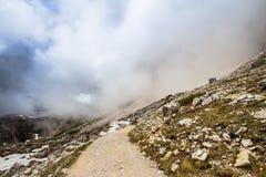 Piste delle montagne di Tre Cime di Lavaredo Drei Zinnen, Italia Immagini Stock
