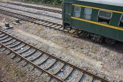 Piste e treno fotografia stock