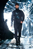 Piste modèle de promenade pour la passerelle de COUTURE de SENSUS au Chute-hiver 2017-2018 chez Mercedes-Benz Fashion Week Russia Photos libres de droits