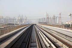 Pistes de métro à Dubaï photo libre de droits