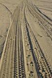 Pistes de plage photographie stock libre de droits