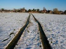 Pistes de pneu dans la neige Photographie stock libre de droits