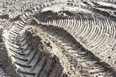 Pistes de pneu en sable image libre de droits