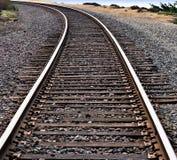 Pistes de train autour d'une courbe Photographie stock