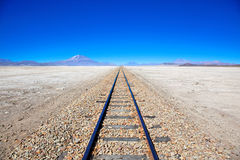 Pistes de train de désert, Bolivie Photos libres de droits