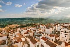 Pisticci, Matera, Базиликата, Италия: взгляд от старого городка Стоковое фото RF