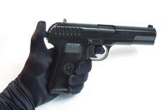 Pistol i den isolerade handen - (vit bakgrund) Arkivfoto