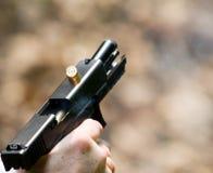 Pistol i handling arkivfoto