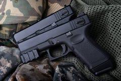 Pistola automatica della mano della pistola breve 9 millimetri Immagine Stock Libera da Diritti