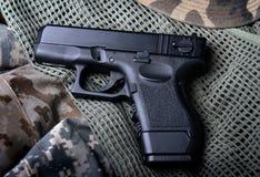 Pistola automatica della mano di Pistal breve Fotografie Stock Libere da Diritti