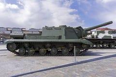 Pistola automotrice sovietica SU-152 nel museo di attrezzatura militare Immagini Stock Libere da Diritti