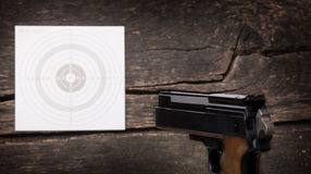 Pistola, blanco, vista posterior, grano Fotografía de archivo libre de regalías