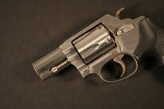 Pistola caricata della mano Immagini Stock