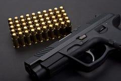 Pistola con le cartucce Immagini Stock Libere da Diritti