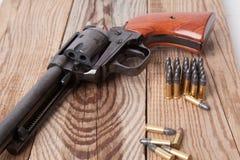 Pistola con le pallottole Fotografie Stock