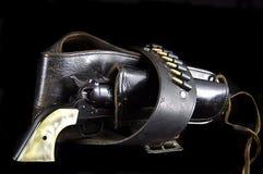 Pistola in custodia per armi sul nero Fotografia Stock