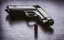 Pistola de Beretta com a bala do calibre de 9mm Foto de Stock Royalty Free