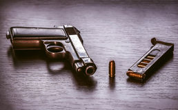 Pistola de Beretta com compartimento da bala Fotografia de Stock Royalty Free