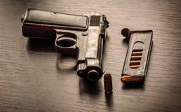Pistola de Beretta com compartimento da bala Imagens de Stock Royalty Free