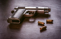 Pistola de Beretta com compartimento da bala Foto de Stock