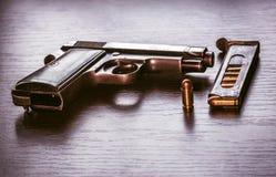 Pistola de Beretta com compartimento da bala Foto de Stock Royalty Free