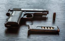 Pistola de Beretta com compartimento da bala Imagem de Stock