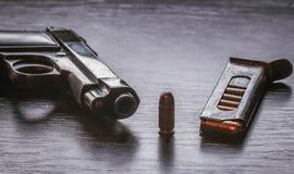 Pistola de Beretta com compartimento da bala Fotos de Stock