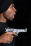 Pistola della holding del gangster Fotografia Stock