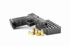 Pistola della mano della pistola isolata su fondo bianco Fotografia Stock Libera da Diritti