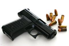 pistola di 9mm con munizioni Fotografie Stock Libere da Diritti