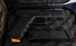 Pistola di Glock in un caso Immagine Stock Libera da Diritti