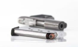 Pistola e clip Immagine Stock