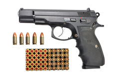 Pistola e pallottole messe isolate Fotografia Stock