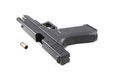 Pistola en un fondo blanco Imagen de archivo libre de regalías