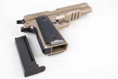 Pistola moderna de la escopeta de aire comprimido aislada Fotografía de archivo