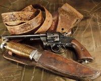 Pistola, pistolera, cuchillo de caza Fotografía de archivo libre de regalías