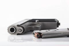 Pistola y clip Fotografía de archivo