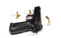 Pistola y puntos negros Imagenes de archivo