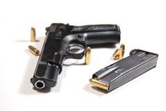 Pistola y puntos negros Fotografía de archivo