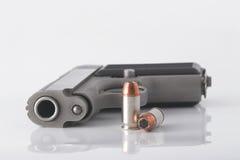 Pistola y puntos negros Imagen de archivo libre de regalías