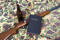 Pistole di Dio e fondo astratto delle budella Immagine Stock Libera da Diritti