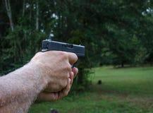 Pistole, die angestrebtes Ziel ist Feuerwaffe für Personenschutz Stockfotos
