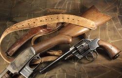Pistole, Gewehr, Pistolenhalfter, Gurt Stockfoto