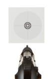 Pistole gezielt auf ein Schießenziel Lizenzfreie Stockfotografie