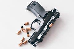 Pistole real 9m m del arma de la mano Imagen de archivo libre de regalías