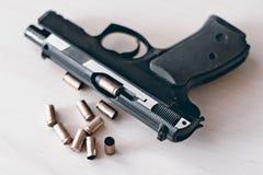 Pistole real 9mm da arma da mão Imagem de Stock Royalty Free
