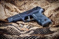 Pistole Ruger P85 mit 9MM Munition Lizenzfreies Stockbild