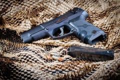 Pistole Ruger P85 mit Zeitschrift Stockfotografie