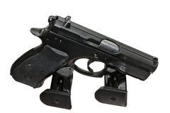 Pistole u. Zeitschriften lizenzfreie stockfotos